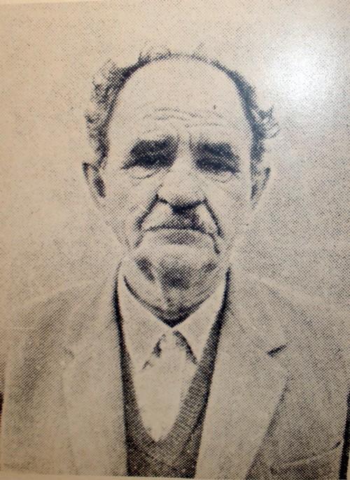 Ο αγωνιστής του αγροτικού κινήματος και της Εθνικής Αντίστασης Κώστας Μανωλίτσης (Κολοκύθας) - Πηγή: Πανταζή Ν. Παπαδάτου, Ήρωες και Μάρτυρες της Λευκάδας, Αθήνα 1982.