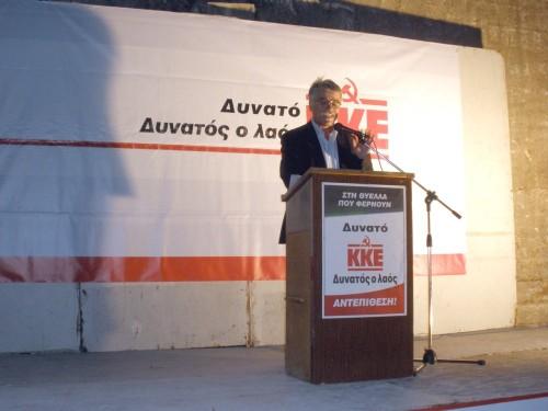 Ο κεντρικός ομιλητής της συγκέντρωσης Γιώργος Τούσσας, ευρωβουλευτής και μέλος της ΚΕ του ΚΚΕ